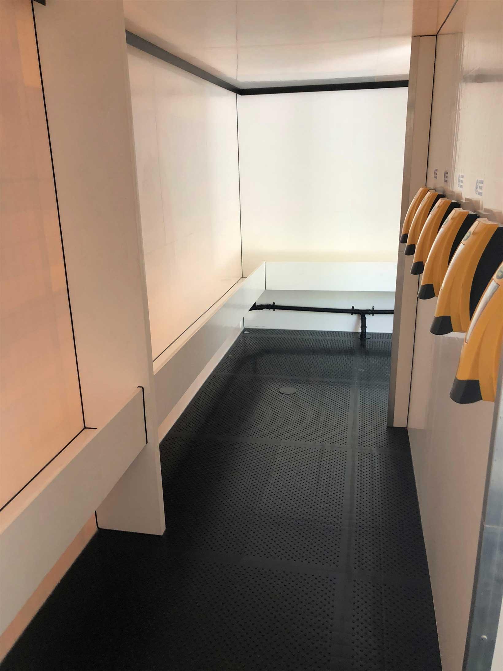 interior 20 bay mens urinal